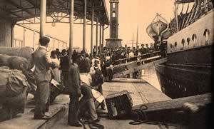 Иммигранты высаживаются в порту Буэнос Айреса